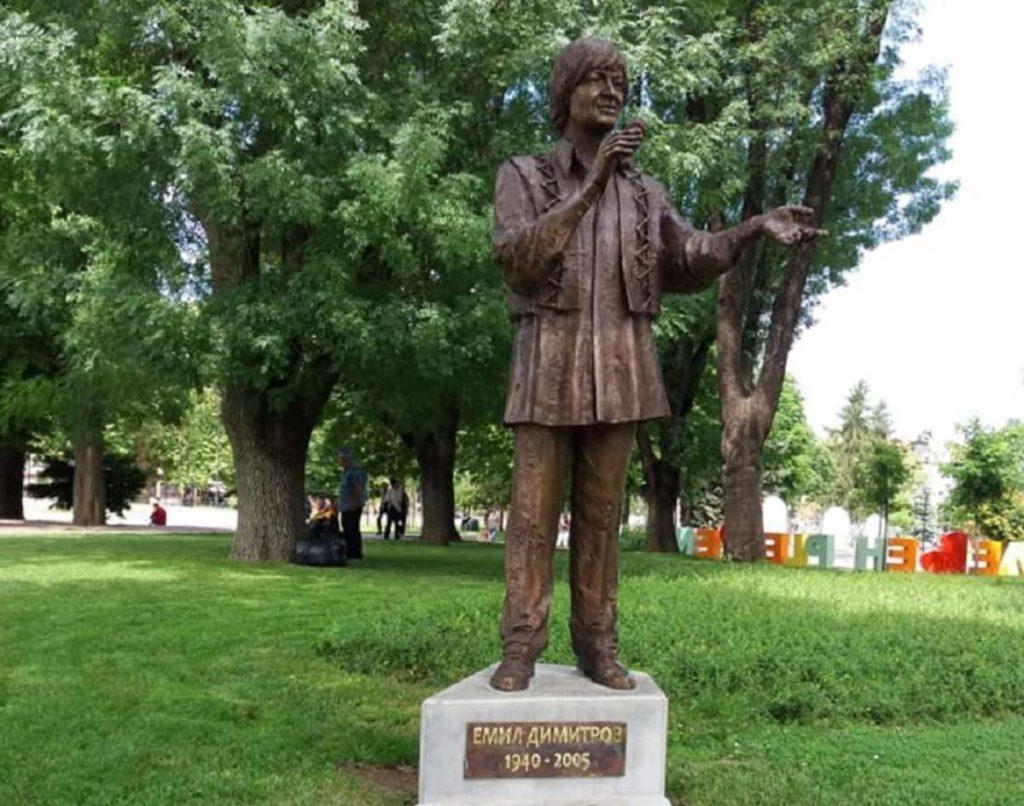 Емил Димитров - паметник в Плевен